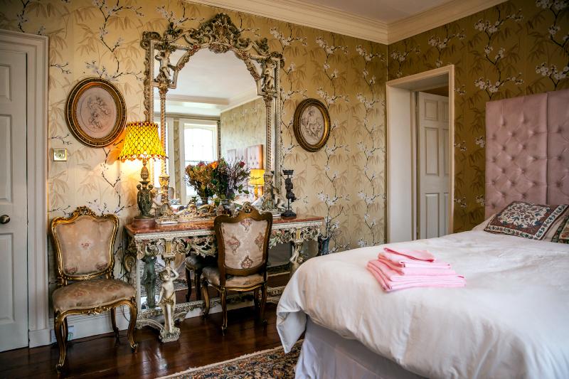 raithby-hall-bedroom-1