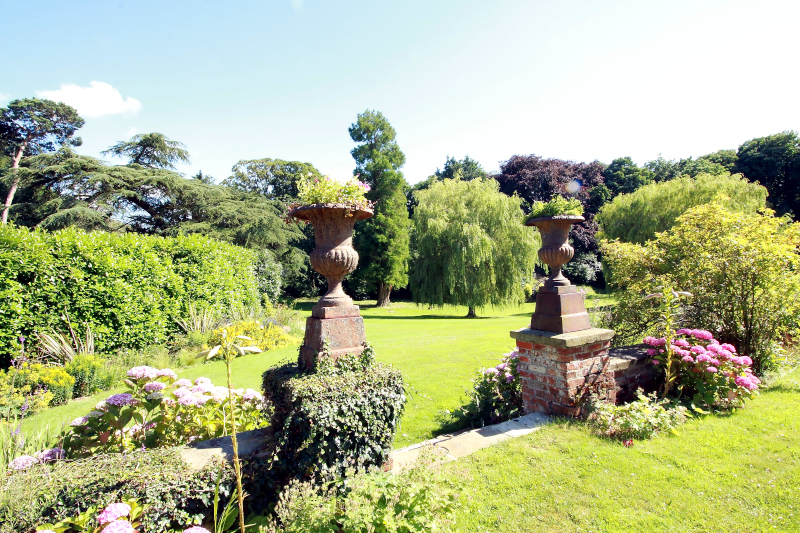 raithby-hall-garden