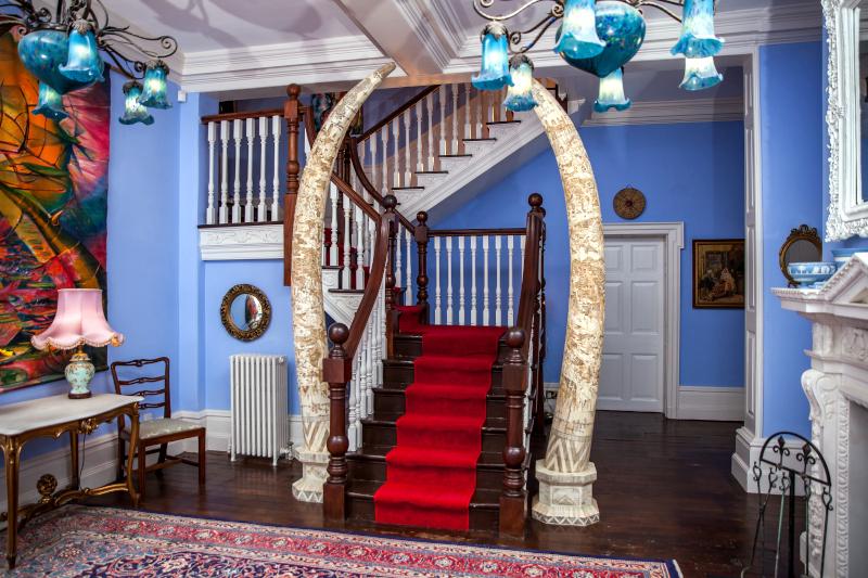 raithby-hall-lobby-staircase