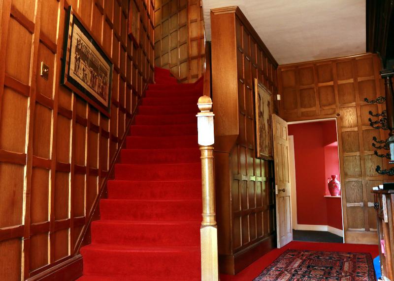 raithby-hall-paneled-staicase